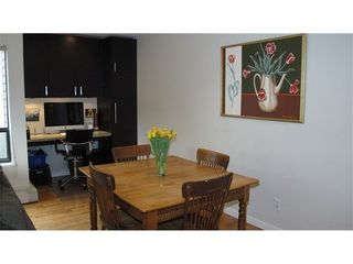 Photo 4: 212 1424 WALNUT Street in Vancouver West: Home for sale : MLS®# V986210
