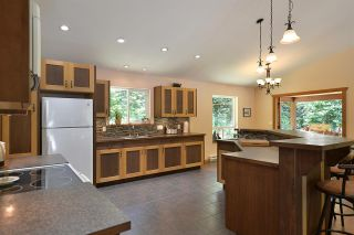 Photo 4: 6139 REEVES Road in Sechelt: Sechelt District House for sale (Sunshine Coast)  : MLS®# R2553170