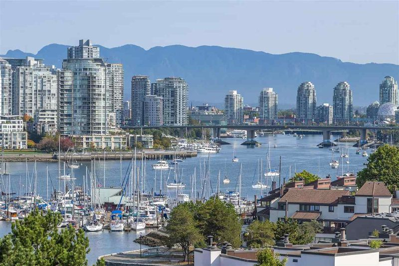 FEATURED LISTING: 405 - 1345 4TH Avenue West Vancouver