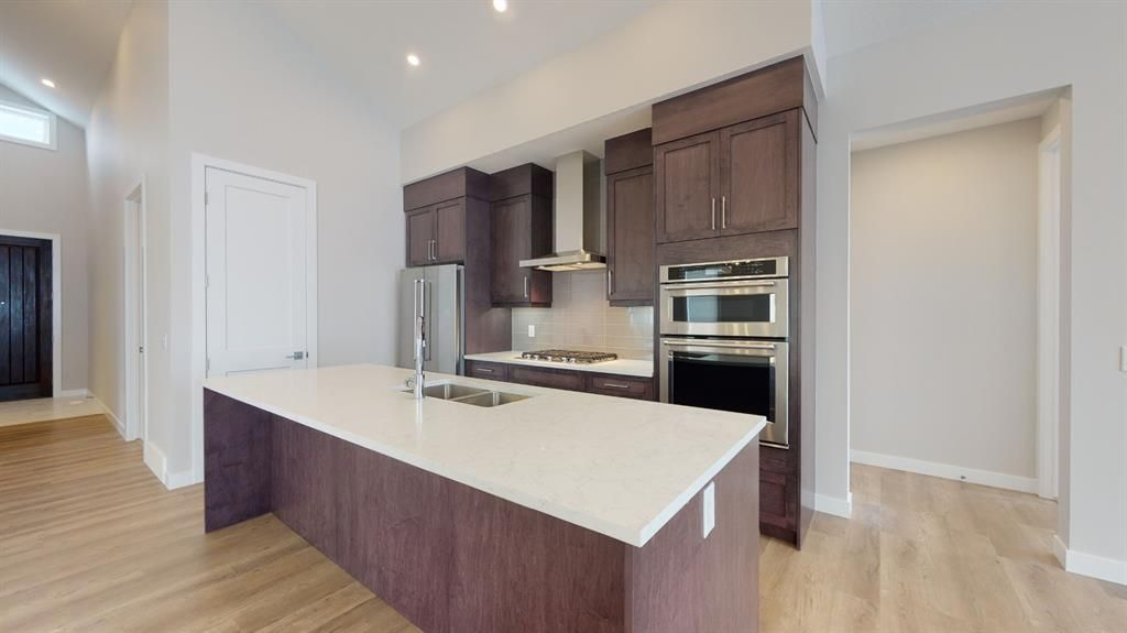 Photo 11: Photos: 38 Crestridge Bay SW in Calgary: Crestmont Row/Townhouse for sale : MLS®# A1073636