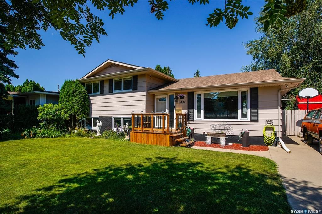 Main Photo: 437 East Place in Saskatoon: Eastview SA Residential for sale : MLS®# SK818539