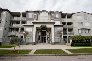 """Photo 1: 108 6475 CHESTER Street in Vancouver: Fraser VE Condo for sale in """"Southridge House"""" (Vancouver East)  : MLS®# R2439801"""