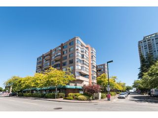 """Photo 1: 807 15111 RUSSELL Avenue: White Rock Condo for sale in """"Pacific Terrace"""" (South Surrey White Rock)  : MLS®# R2481638"""