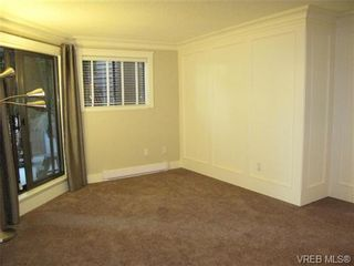 Photo 8: 111 1560 Hillside Ave in VICTORIA: Vi Oaklands Condo for sale (Victoria)  : MLS®# 682375
