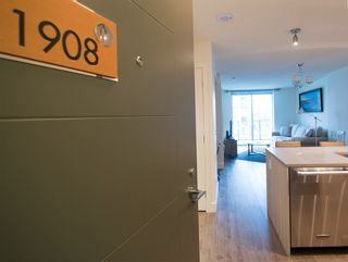 """Photo 2: 1908 3007 GLEN Drive in Coquitlam: North Coquitlam Condo for sale in """"EVERGREEN BY BOSA"""" : MLS®# R2131951"""
