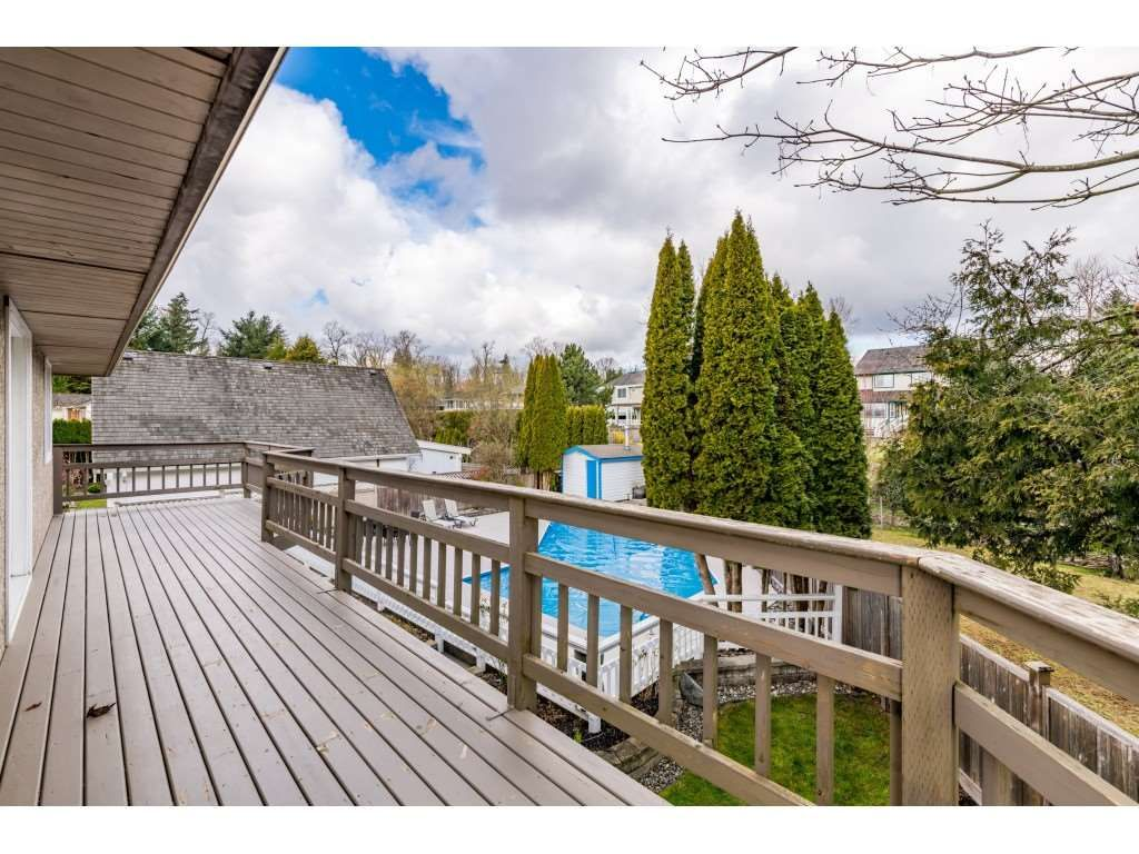 Photo 17: Photos: 16065 77 Avenue in Surrey: Fleetwood Tynehead House for sale : MLS®# R2449375