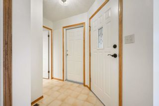 Photo 3: 22 EASTWOOD Place: St. Albert House for sale : MLS®# E4261487