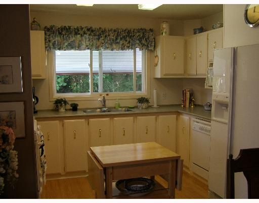 """Photo 5: Photos: 49 4496 HIGHWAY 1O1 BB in Sechelt: Sechelt District Manufactured Home for sale in """"BIG MAPLE MOBILE HOME PARK"""" (Sunshine Coast)  : MLS®# V648460"""
