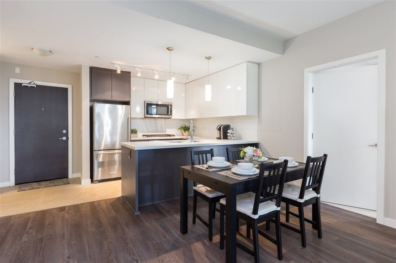 """Main Photo: #328 - 22 E. Royal Ave, in New Westminster: Fraserview NW Condo for sale in """"The Lookout- Victoria Hill"""" : MLS®# R2410375"""