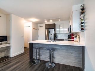 "Photo 9: 507 2525 CLARKE Street in Port Moody: Port Moody Centre Condo for sale in ""THE STRAND"" : MLS®# R2493487"