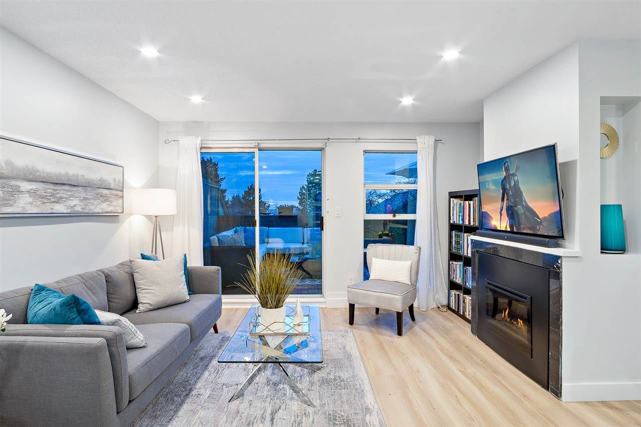 """Main Photo: 31 900 W 17TH Street in North Vancouver: Mosquito Creek Townhouse for sale in """"FOXWOOD"""" : MLS®# R2555250"""