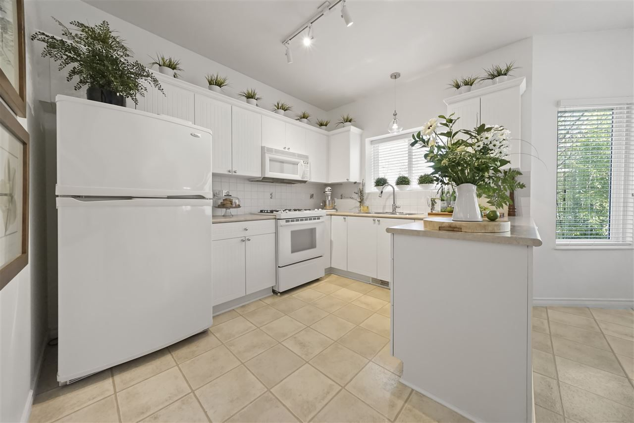 """Photo 5: Photos: 6686 205A Street in Langley: Willoughby Heights House for sale in """"WILLOW RIDGE"""" : MLS®# R2346126"""