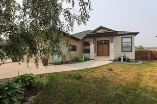 Photo 2: 11 Autumnview Drive in Winnipeg: South Pointe Residential for sale (1R)  : MLS®# 202118163