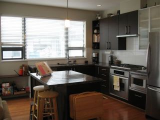 "Photo 1: 410 14300 RIVERPORT Way in Richmond: East Richmond Condo for sale in ""WATERSTONE PIER"" : MLS®# V850295"