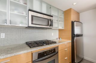 """Photo 10: 1805 33 SMITHE Street in Vancouver: Yaletown Condo for sale in """"COOPERS LOOKOUT"""" (Vancouver West)  : MLS®# R2205849"""