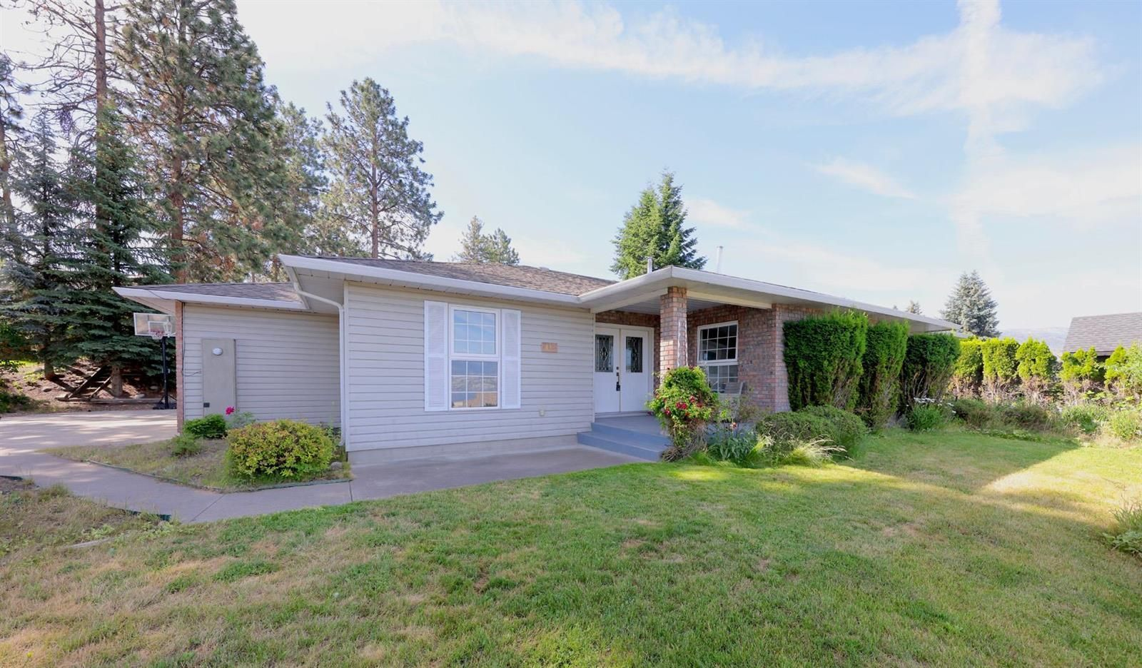 Main Photo: 448 Curlew Drive in Kelowna: Upper Mission House for sale (Mission)  : MLS®# 10235172