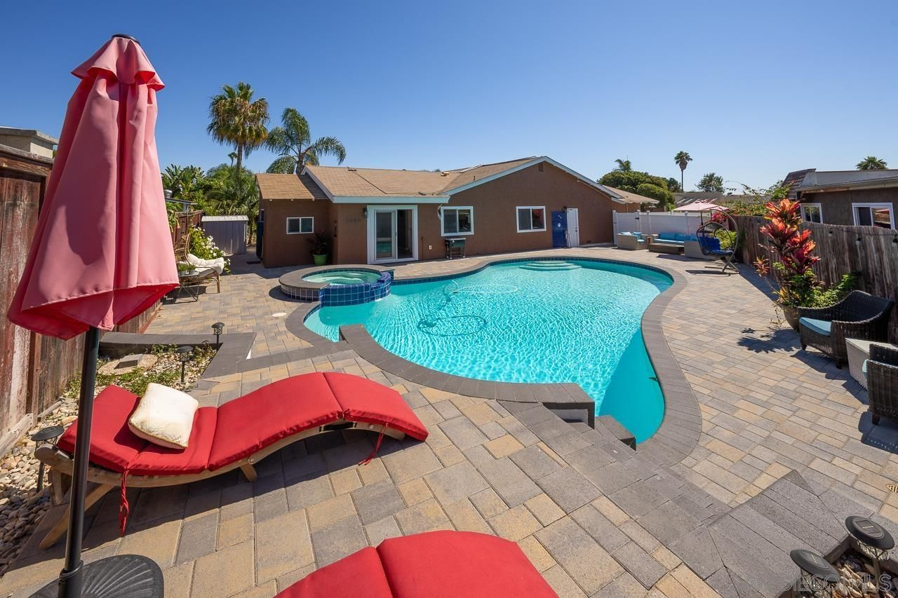 Main Photo: OCEANSIDE House for sale : 4 bedrooms : 4126 Alana Circle
