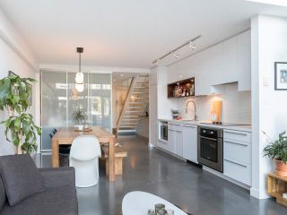 """Photo 8: 274 E 2ND Avenue in Vancouver: Mount Pleasant VE Townhouse for sale in """"JACOBSEN"""" (Vancouver East)  : MLS®# R2572730"""
