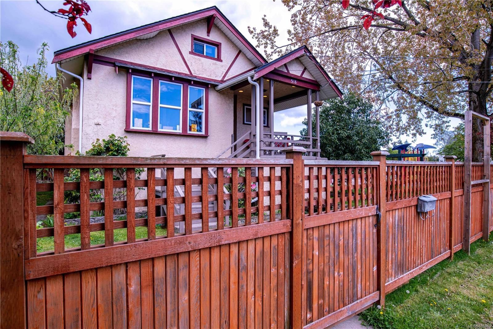 Main Photo: 518 Sumas St in Victoria: Vi Burnside House for sale : MLS®# 886910