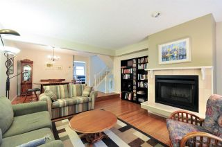 """Photo 6: 8895 FINCH Court in Burnaby: Forest Hills BN Townhouse for sale in """"PRIMROSE HILL"""" (Burnaby North)  : MLS®# R2061604"""