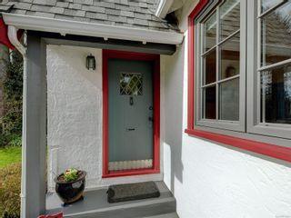 Photo 2: 2024 Newton St in : OB Henderson House for sale (Oak Bay)  : MLS®# 870494