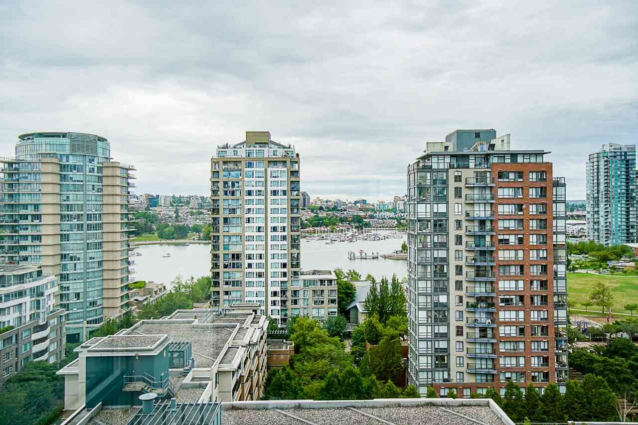 Main Photo: 1801 1201 MARINASIDE CRESCENT in Vancouver: Yaletown Condo for sale (Vancouver West)  : MLS®# R2373900