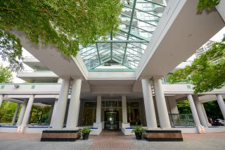 """Photo 2: 12C 6128 PATTERSON Avenue in Burnaby: Metrotown Condo for sale in """"Grand Central Park Place"""" (Burnaby South)  : MLS®# R2611569"""