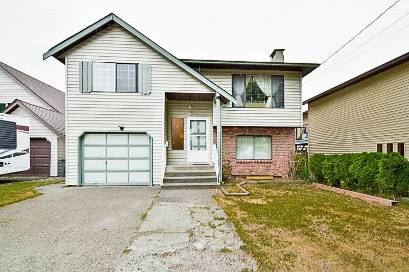 """Main Photo: 15069 98 Avenue in Surrey: Guildford House for sale in """"GUILDFORD / BONNACCORD"""" (North Surrey)  : MLS®# R2190173"""