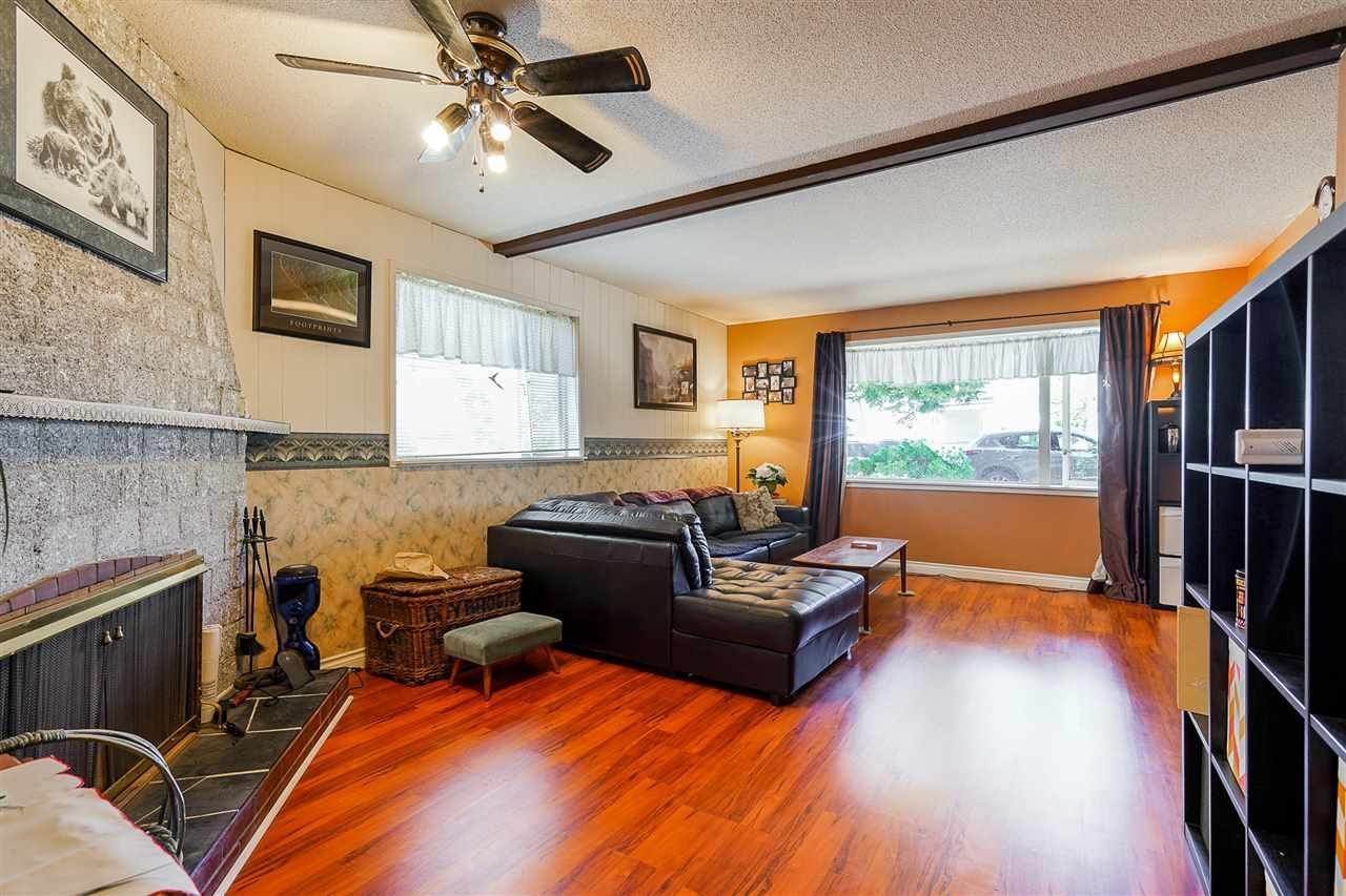 Photo 5: Photos: 8030 13TH Avenue in Burnaby: East Burnaby House for sale (Burnaby East)  : MLS®# R2494365