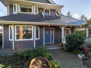 Photo 2: 3320 GARDEN CITY Road in Richmond: West Cambie House for sale : MLS®# R2568135