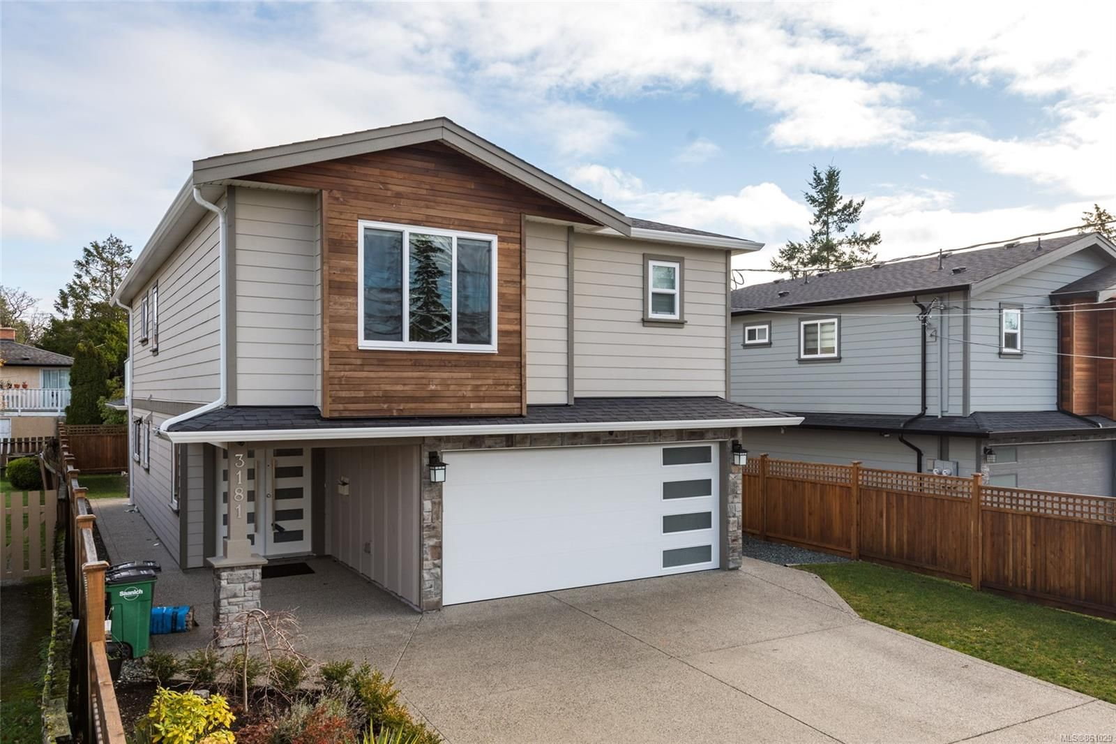 Main Photo: 3181 Kingsley St in : SE Camosun House for sale (Saanich East)  : MLS®# 861029