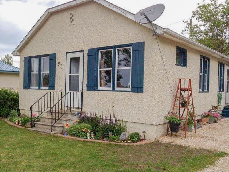 FEATURED LISTING: 23 Railway Avenue Whitemouth