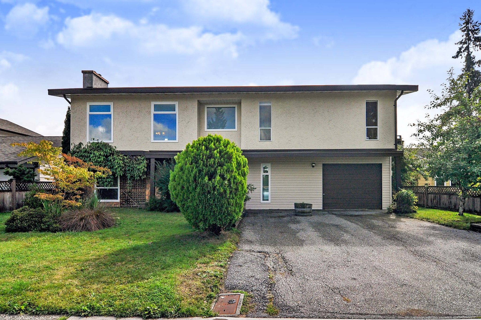 Main Photo: 20910 51 Avenue in Langley: Langley City House for sale : MLS®# R2408191