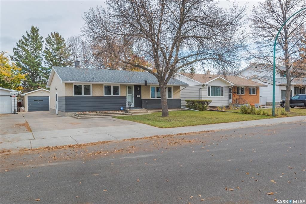 Main Photo: 15 Newton Crescent in Regina: Parliament Place Residential for sale : MLS®# SK874072