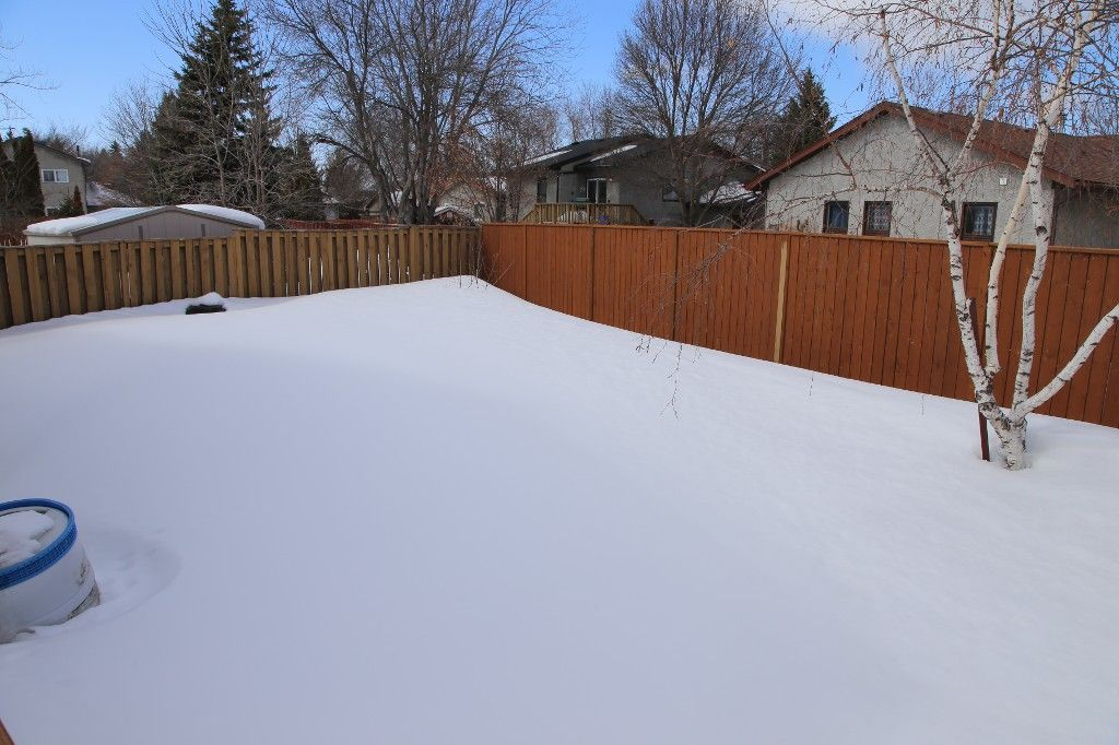 Photo 2: Photos: 28 Woodchester Place in Winnipeg: Charleswood Single Family Detached for sale (South Winnipeg)  : MLS®# 1406268