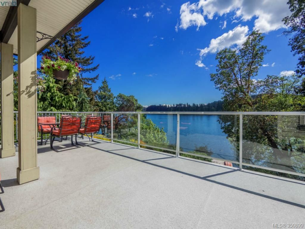 Main Photo: 2811 Lake End Rd in Langford: La Langford Lake House for sale : MLS®# 350899