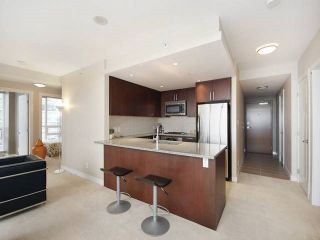"""Photo 3: 3006 2978 GLEN Drive in Coquitlam: North Coquitlam Condo for sale in """"GRAND CENTRAL ONE"""" : MLS®# R2139027"""
