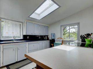 Photo 2: 3195 Balfour Ave in : Vi Burnside House for sale (Victoria)  : MLS®# 883004