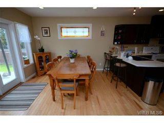 Photo 10: 554 Sumas St in VICTORIA: Vi Burnside House for sale (Victoria)  : MLS®# 703176