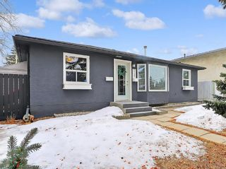 Photo 1: 7727 47 Avenue NW in Calgary: Bowness Detached for sale : MLS®# A1079971