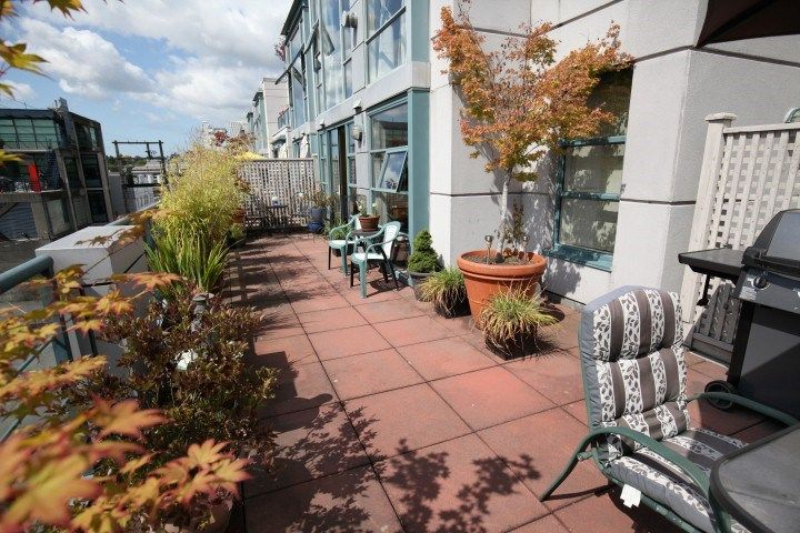 Main Photo: 316 1630 W 1ST Avenue in Vancouver: False Creek Condo for sale (Vancouver West)  : MLS®# R2397805