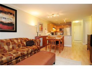 """Photo 6: 110 2181 W 10TH Avenue in Vancouver: Kitsilano Condo for sale in """"THE TENTH AVE"""" (Vancouver West)  : MLS®# V844401"""