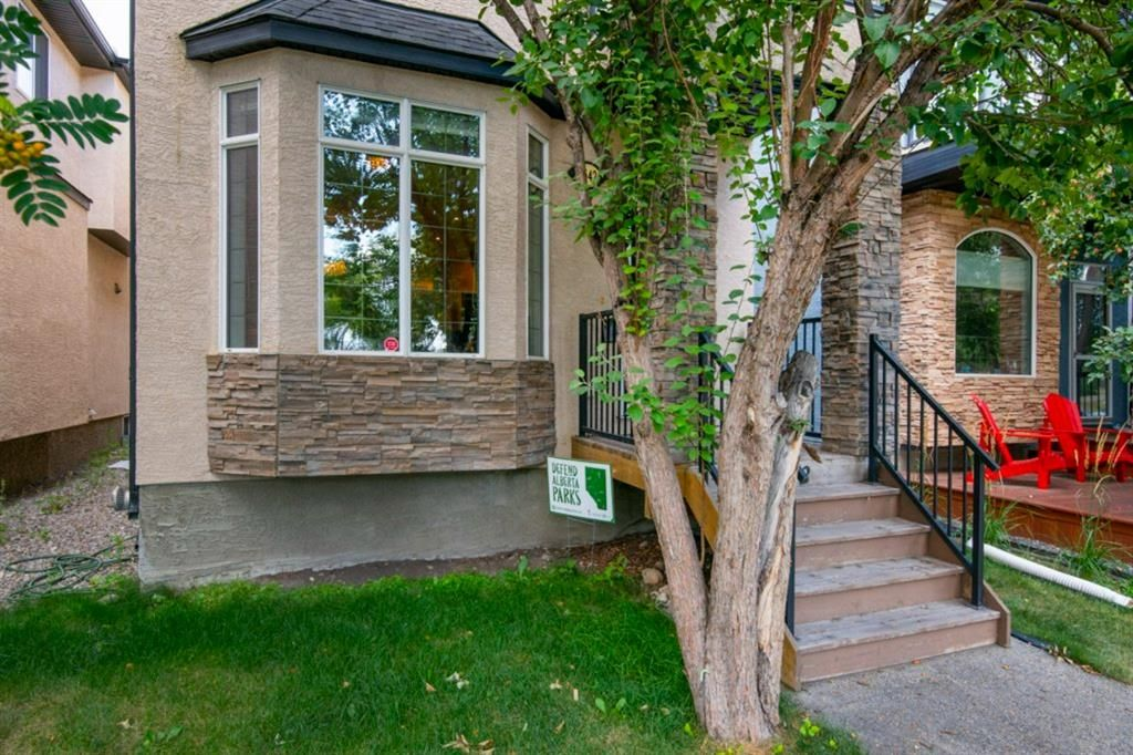 Main Photo: 1642 Westmount Boulevard NW in Calgary: Hillhurst Detached for sale : MLS®# A1138673