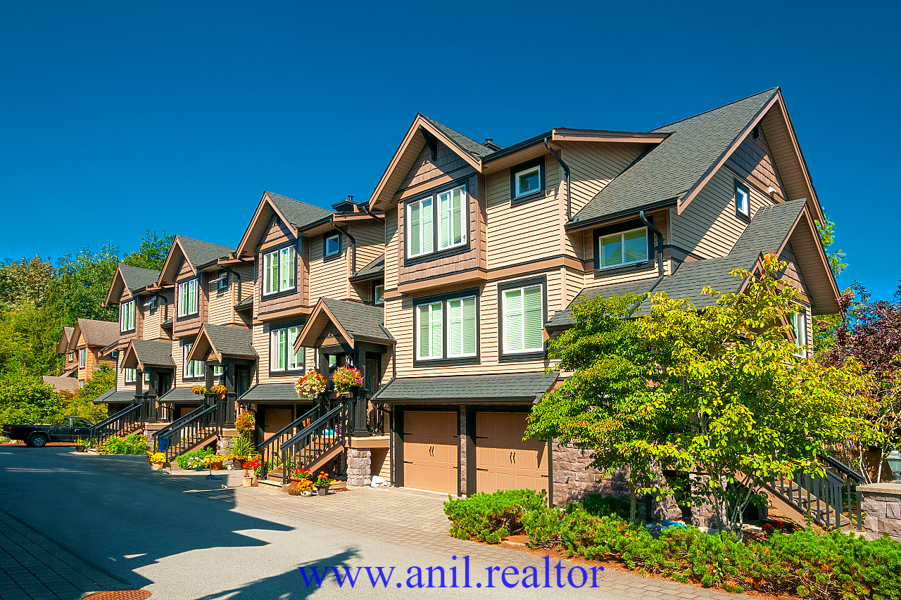 "Main Photo: 27 22206 124 Avenue in Maple Ridge: West Central Townhouse for sale in ""COPPERSTONE RIDGE"" : MLS®# R2401685"