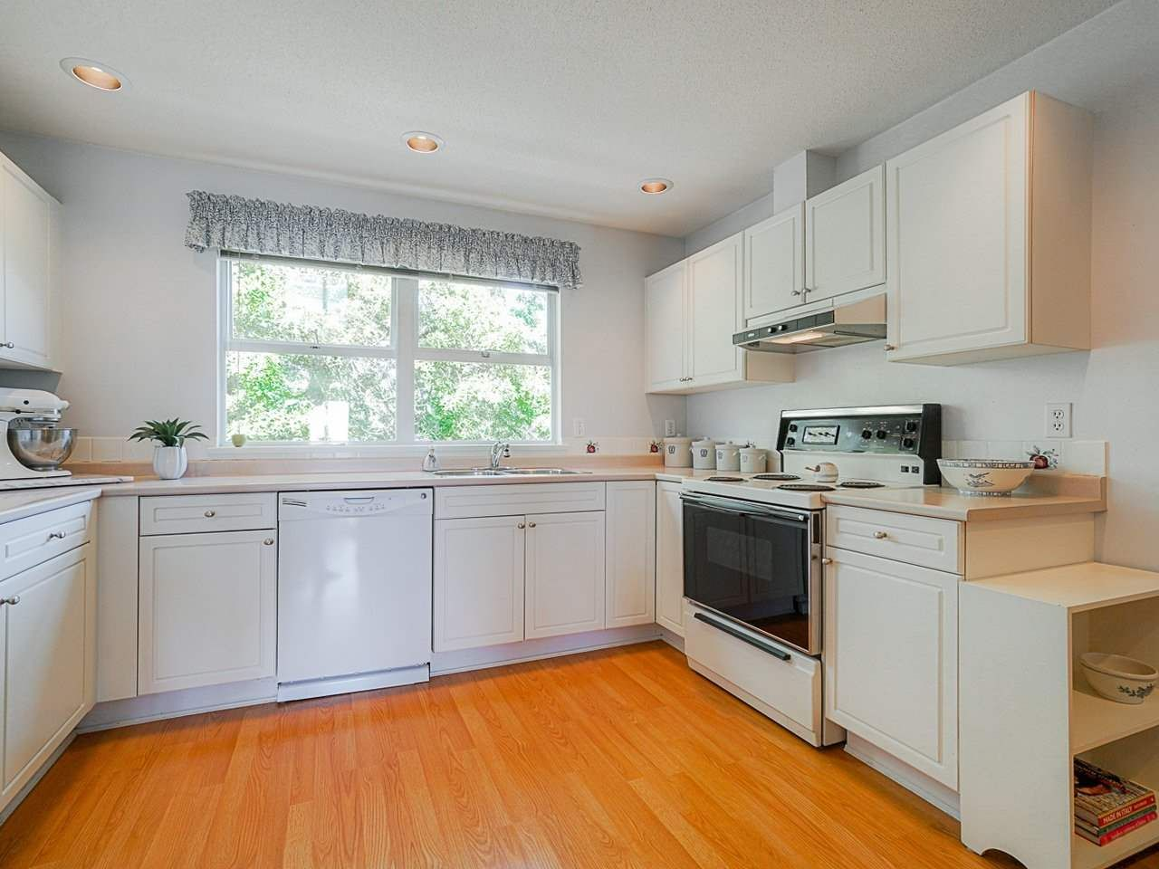 """Photo 28: Photos: 4 235 E KEITH Road in North Vancouver: Lower Lonsdale Townhouse for sale in """"Carriage Hill"""" : MLS®# R2471169"""