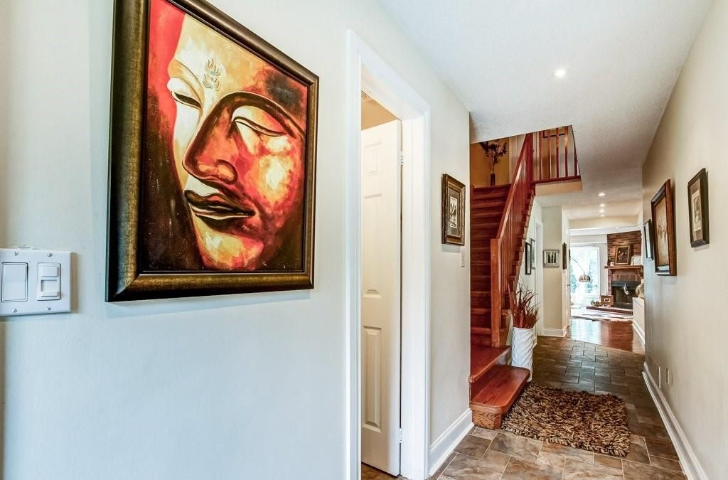 Photo 2: Photos: 23 HARBOUR Drive in Stoney Creek: Residential for sale : MLS®# H4086318