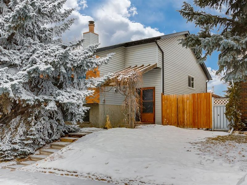 FEATURED LISTING: 141 Marquis Place Southeast Airdrie