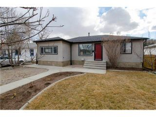 Photo 1: 8723 34 Avenue NW in Calgary: Bowness House for sale : MLS®# C4053792