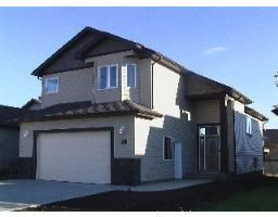 Photo 1: 240 Southgate Boulevard in Lethbridge: Residential Detached Single Family for sale : MLS®# 20074031