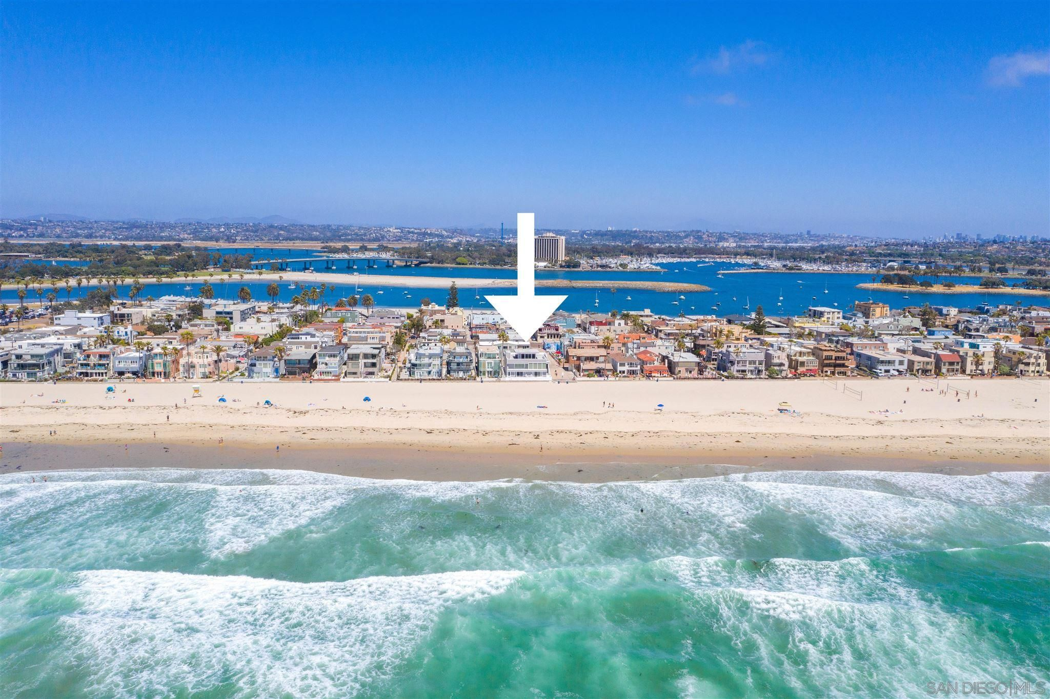 Main Photo: MISSION BEACH Condo for sale : 3 bedrooms : 2905 Ocean Front Walk in San Diego